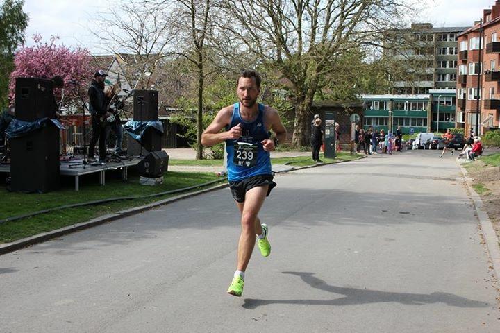 Anders Nilsson fångade löpningen vid kärnan precis innan kilometer åtta